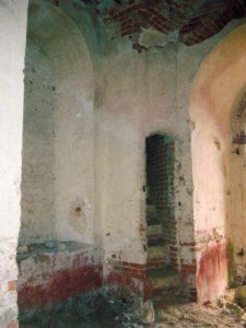 Интерьер первого яруса колокольни. Вид на внутреннюю лестницу.